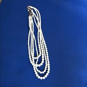 Jewelry - 3 strand pearl necklace